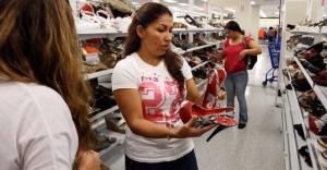 latinas yendo a compras