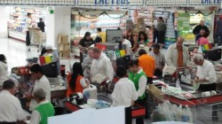 Latinos shopping 3