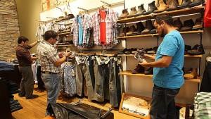 Latinos in U.S. Going Shopping 1