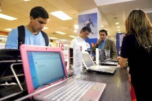 Latinos in U.S. Going Shopping 6
